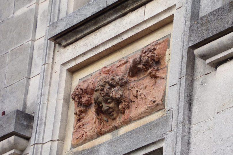 Maison, 16, rue du Temple, ornée de panneaux de terre cuite