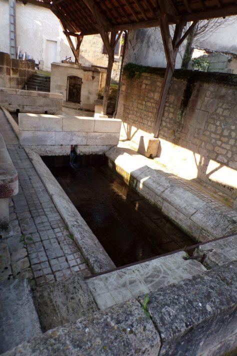 Saint-Même les Carrières - Le double lavoir du bourg (10 avril 2017)