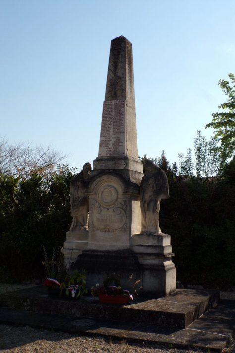 Saint-Même les Carrières - Le monument aux morts (10 avril 2017)