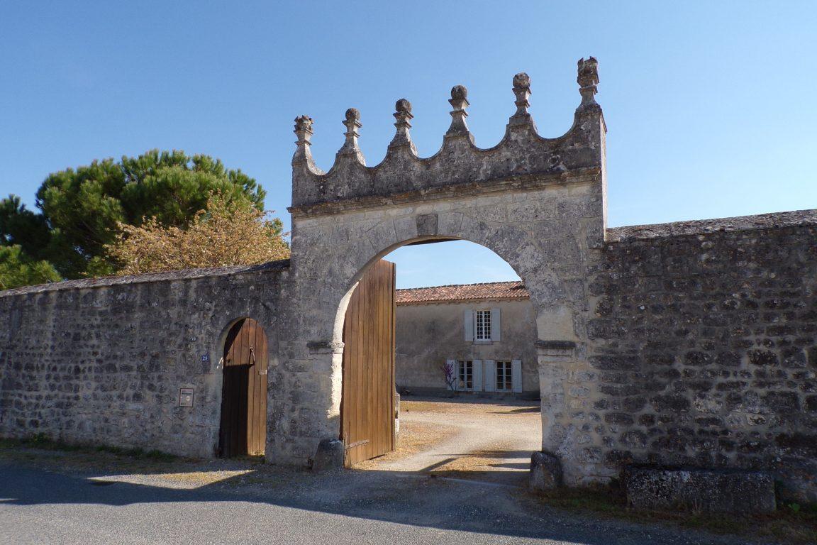 Saint-Même les Carrières - Le portail du logis de Saintonge (10 avril 2017)
