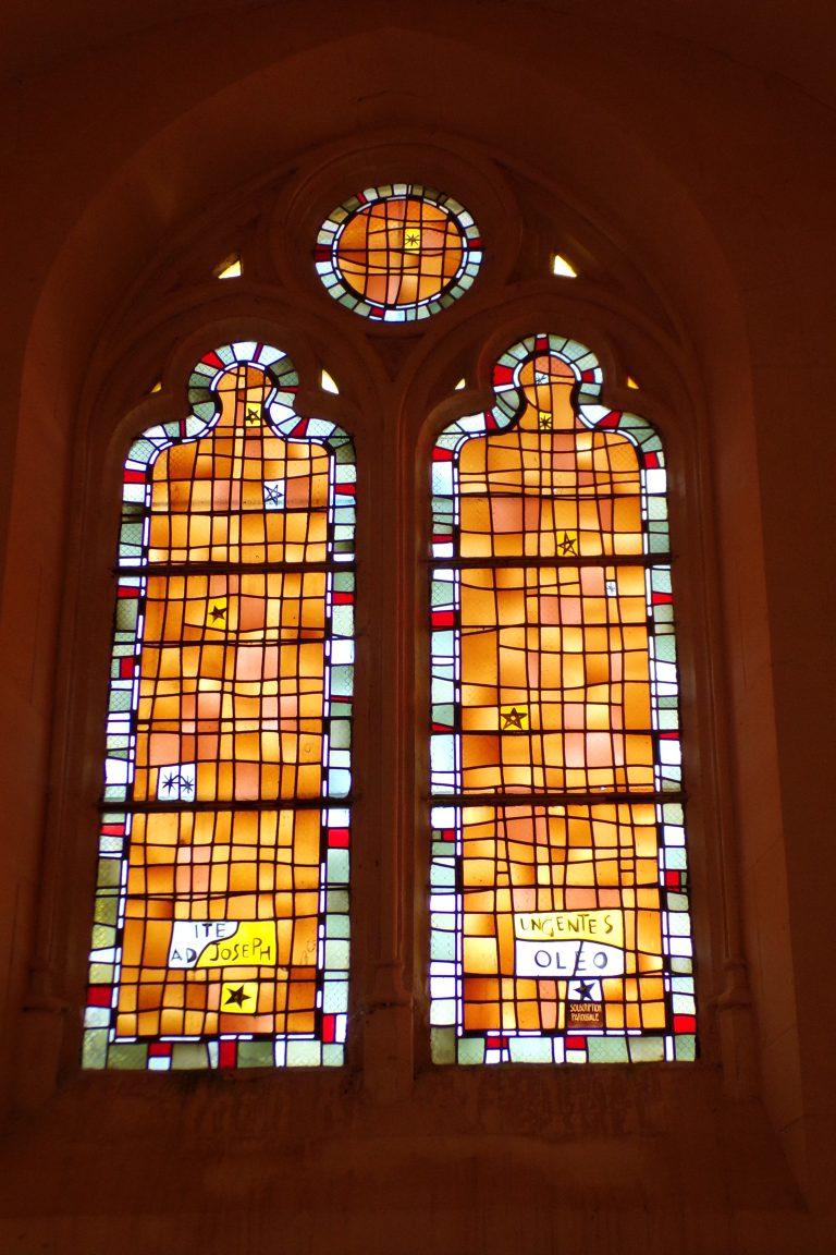 Saint-Sulpice de Cognac - L'église Saint Sulpice - Le vitrail 'Ite Adi-Joseph - Ungentes-Oleo' (12 avril 2017)