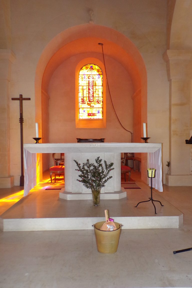 Saint-Sulpice de Cognac - L'église Saint Sulpice - L'autel (12 avril 2017)