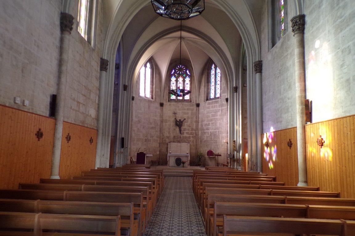 L'église Saint-Jacques - Vue de l'entrée (16 mars 2017)