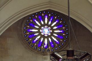 Eglise Saint-Jacques - Le vitrail 'Coquille St Jacques' (16 mars 2017)