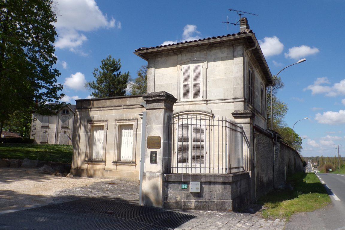 Cherves-Richemont - L'entree du Château de Chanteloup (3 avril 2017)
