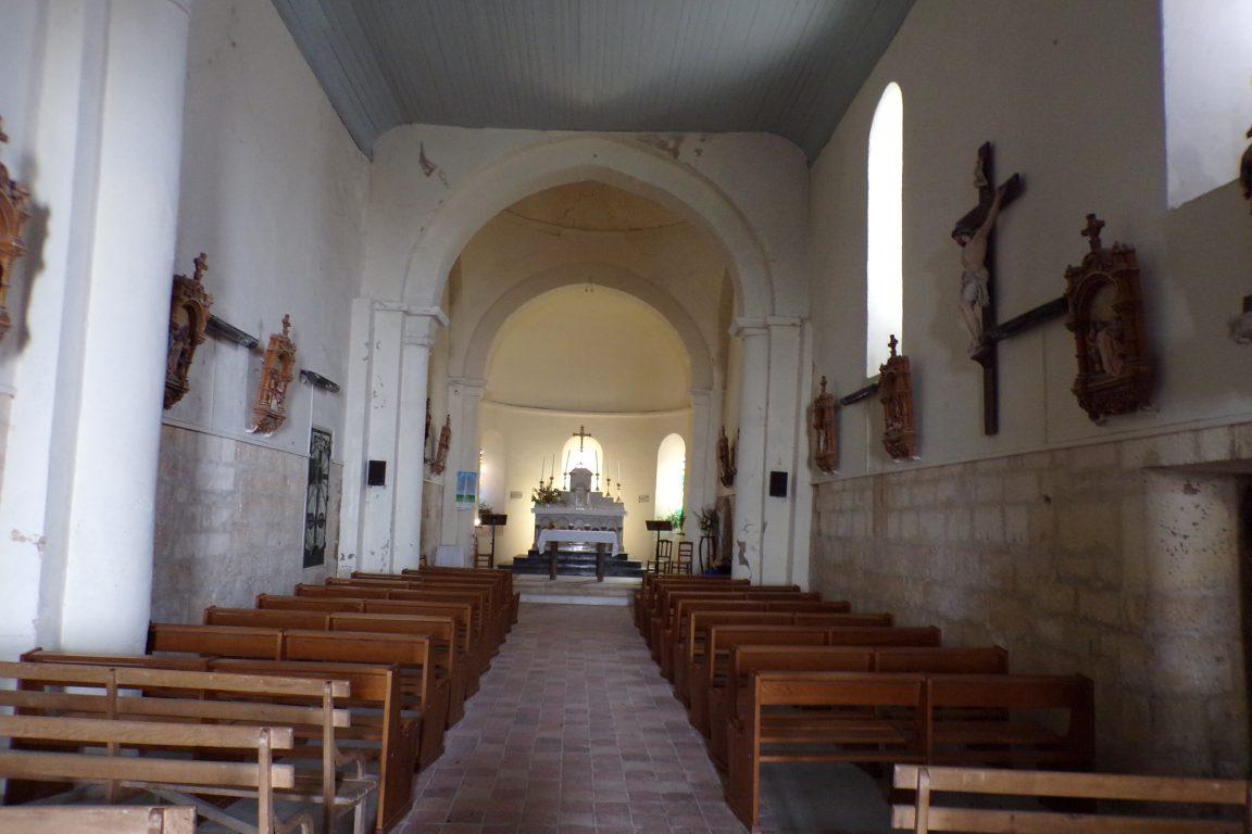 Burie - L'église Saint-Léger - Vue de l'entrée (13 avril 2017)