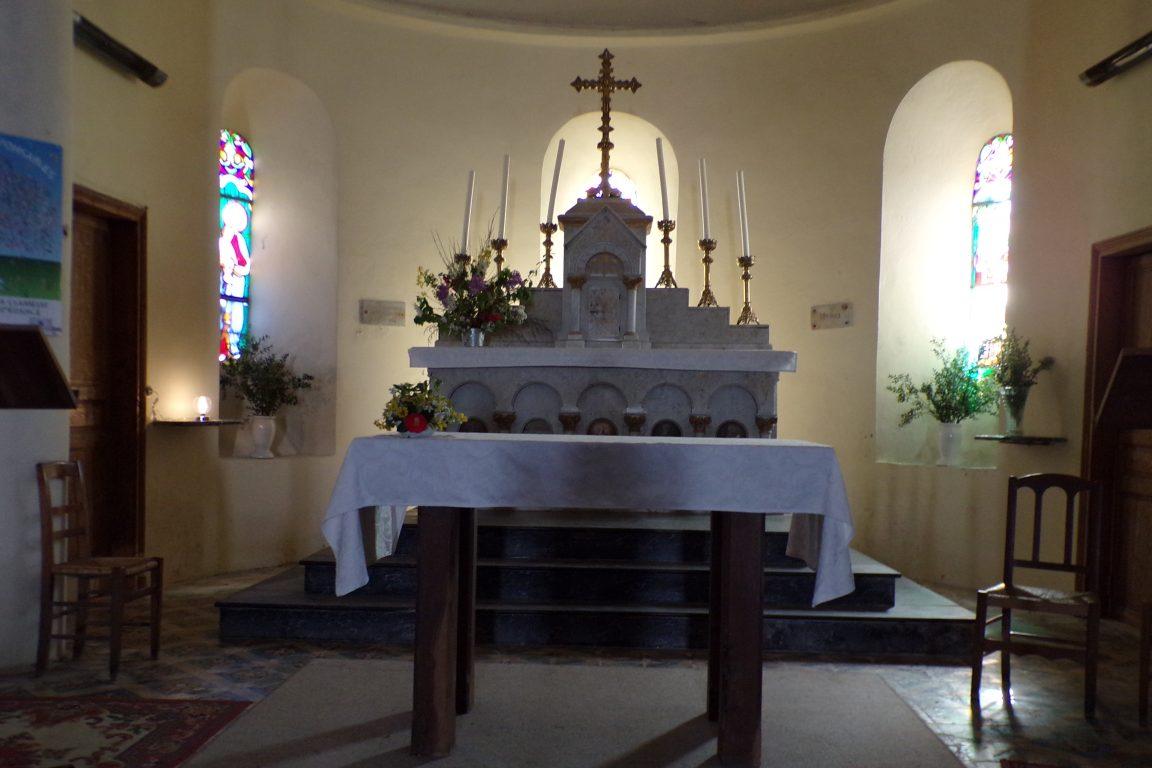 Burie - L'église Saint-Léger - L'autel (13 avril 2017)
