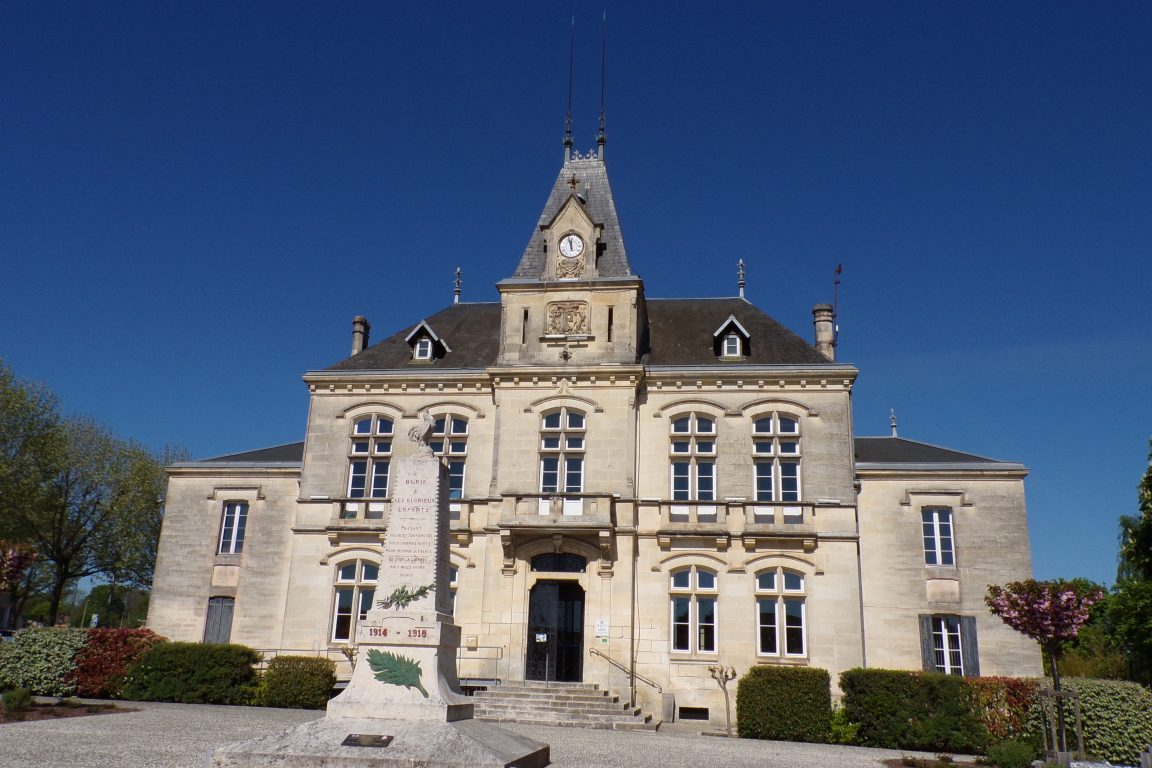 Burie - La mairie (12 avril 2017)