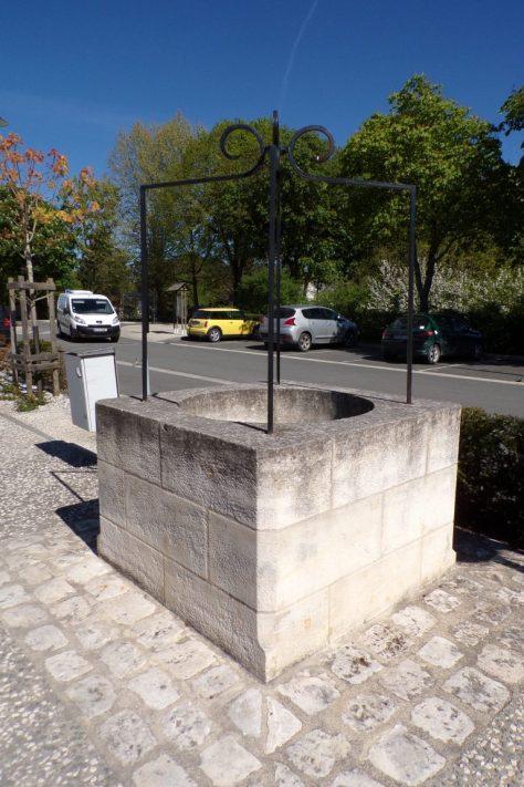 Le puits devant la Mairie (12 avril 2017)