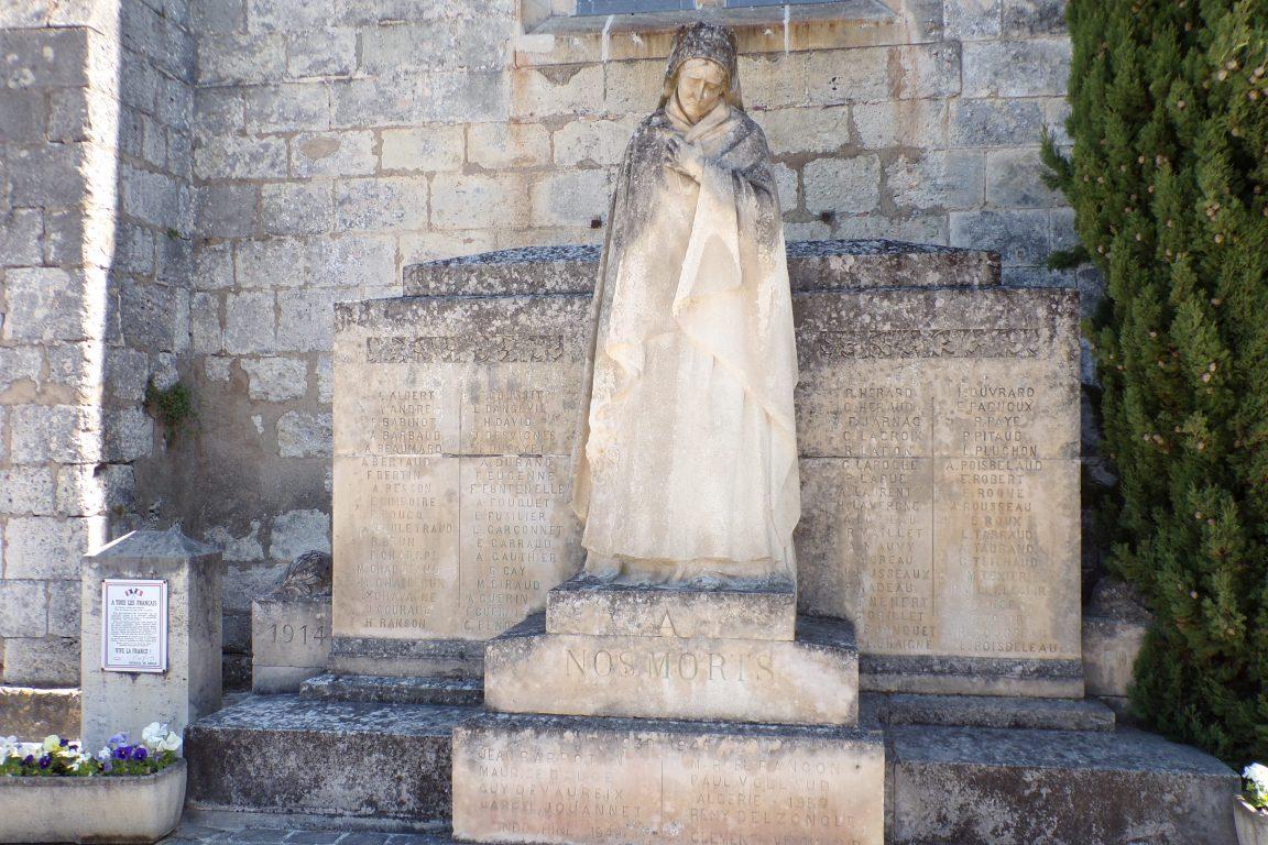 Segonzac - Le monument aux morts (10 avril 2017)