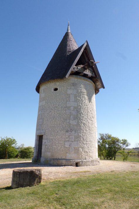 Ars - Le moulin à vent - route de Coulonges (22 avril 2017)