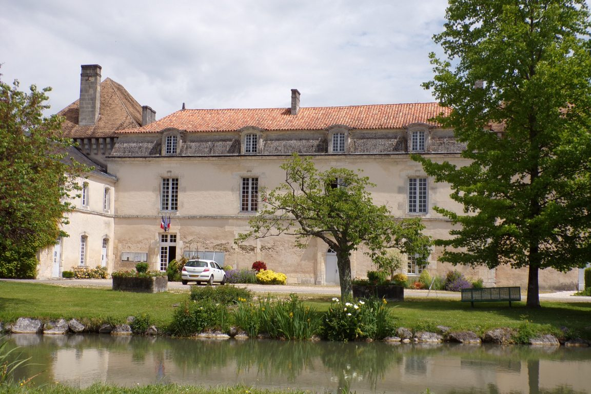Lignières-Sonneville - Le château de Lignières (22 mai 2017)