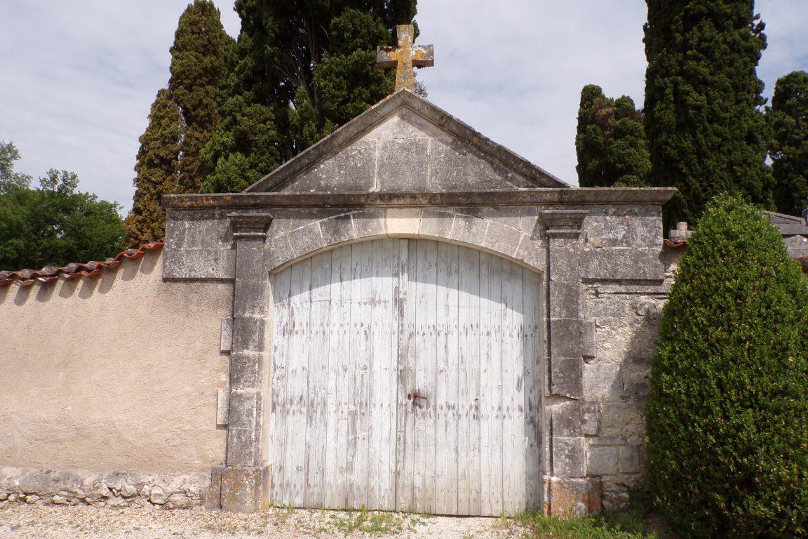 Lignières-Sonneville - Le cimetière de Lignières - Le portail d'entrée des catholiques (31 mai 2017)