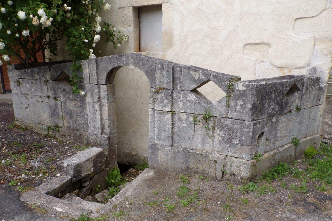 Saint-Sulpice de Cognac - La fontaine du lavoir pont Saint-Sulpice (12 mai 2017)