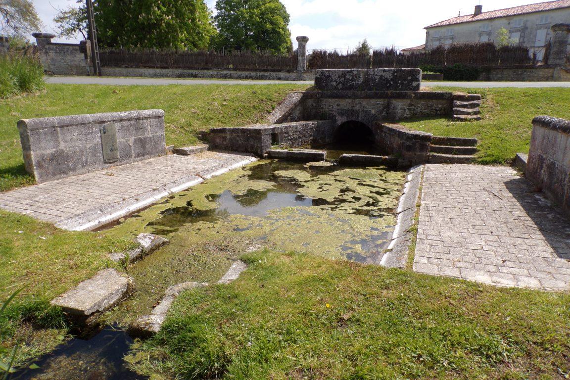 Verrières - Le lavoir du Bourg (8 mai 2017)
