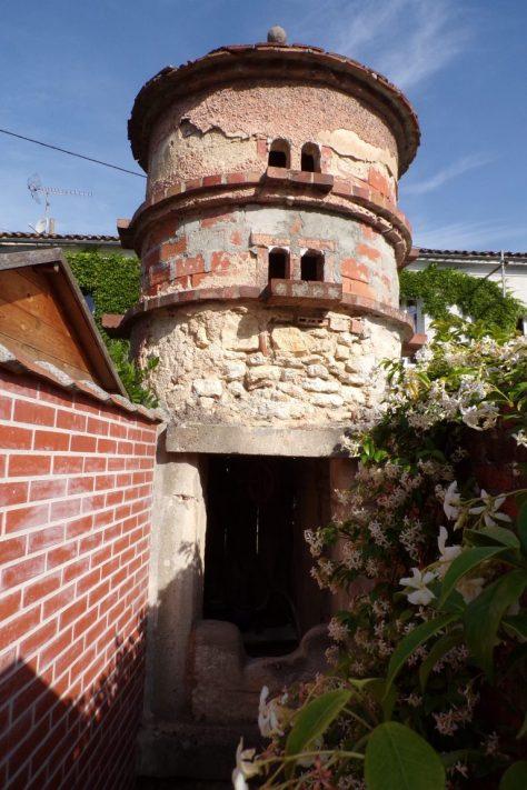 Boutiers-Saint-Trojan - Le pigeonnier et puits des Tuileries (28 mai 2017)