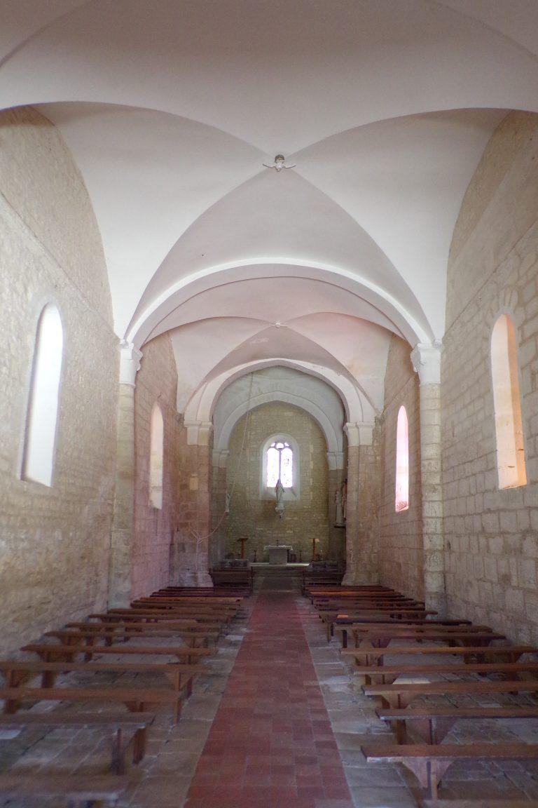 L'église Saint-Aubin - Vue de l'entrée (12 juin 2017)