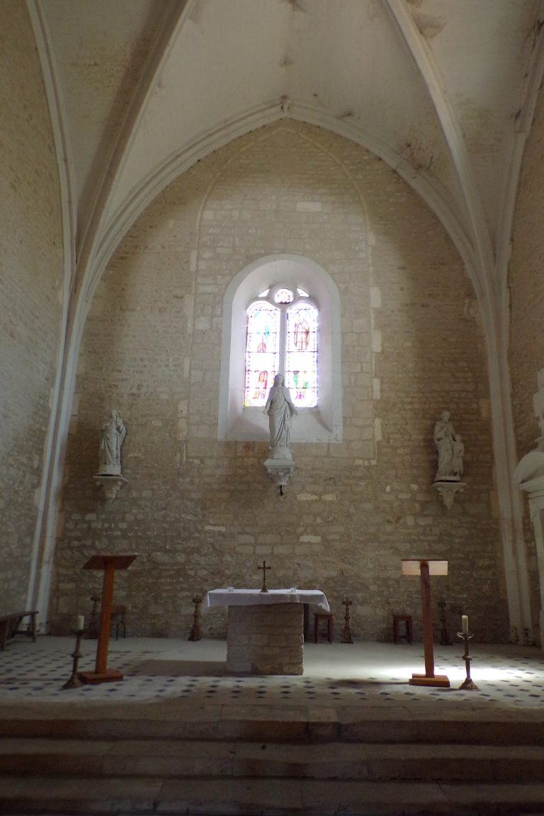 Courbillac - L'église Saint-Aubin - L'autel (12 juin 2017)