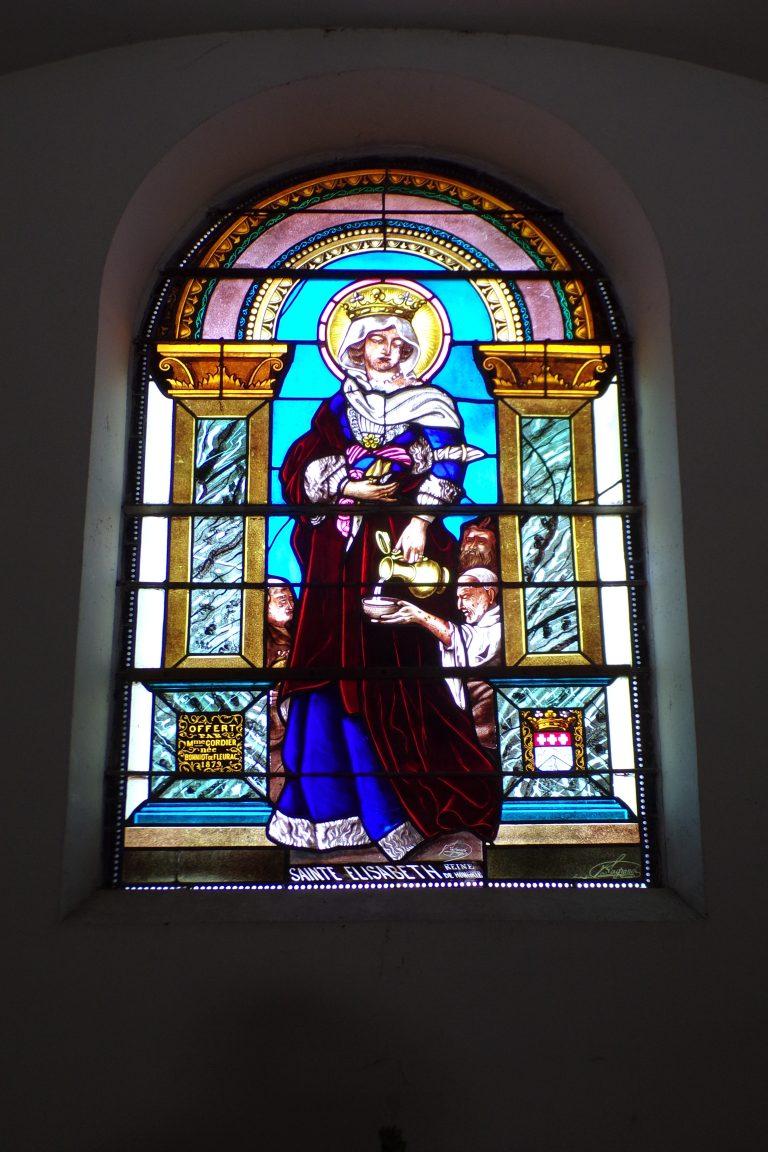 Fleurac - L'église Sainte-Élisabeth- Le vitrail 'Sainte Elisabeth - Reine de Hongrie' (15 juin 2017)