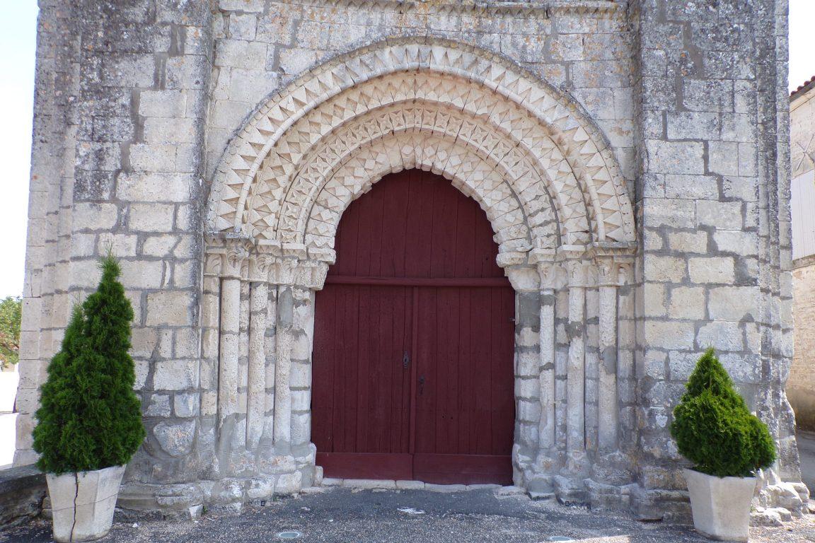 Plaizac - L'église Saint-Hippolyte (ou Saint-Martin) - Vue de l'entrée (15 juin 2017)
