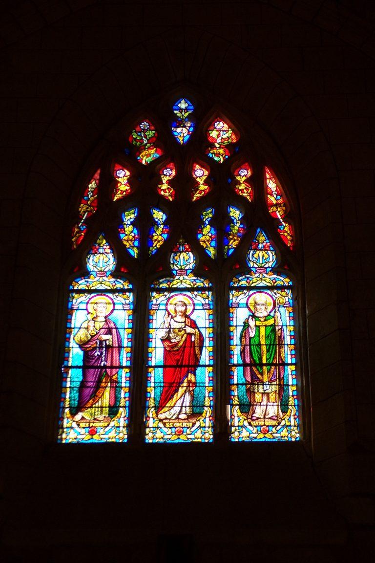 Mérignac - L'église Saint-Pierre - Le vitrail 'Saint Pierre, Sacré Coeur de Jésus, Saint ?' (10 juin 2017)