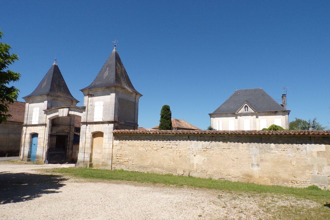 Graves-Saint-Amant - Le logis dans le bourg (10 juin 2017)