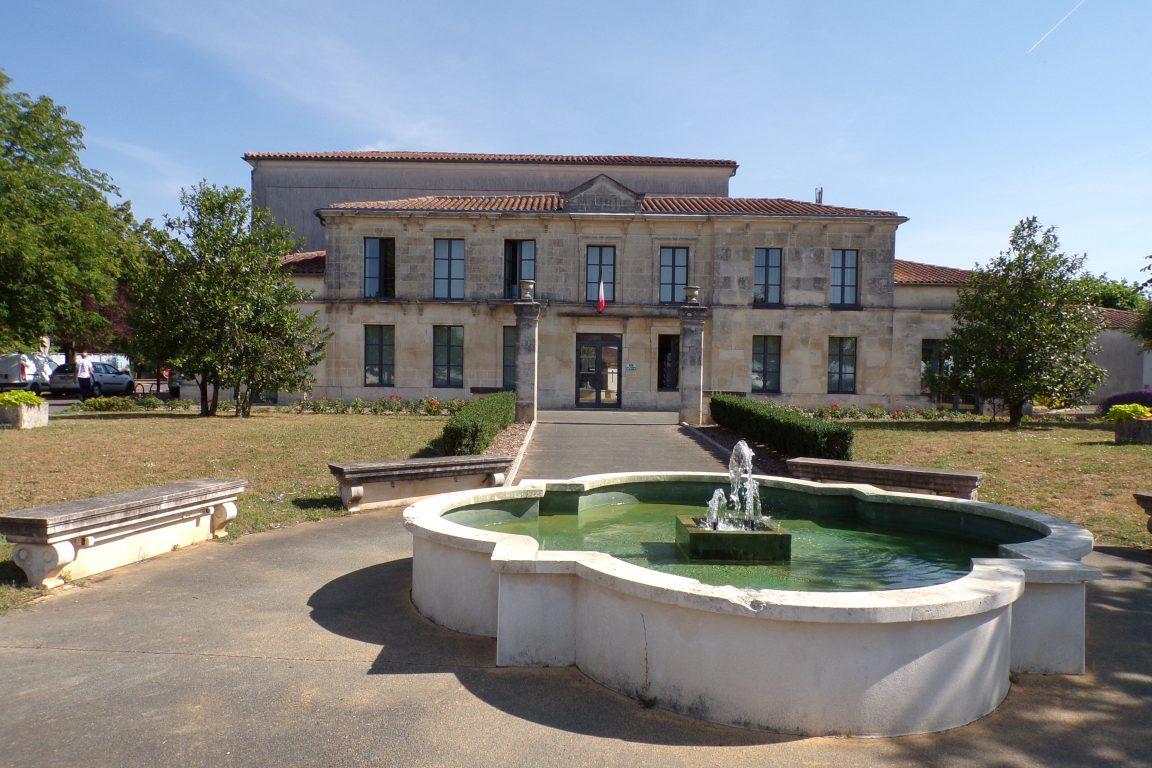 Cherves-Richemont - La mairie (22 juin 2017)