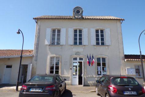 La mairie, dans l'ancienne gare SNCF (10 juin 2017)