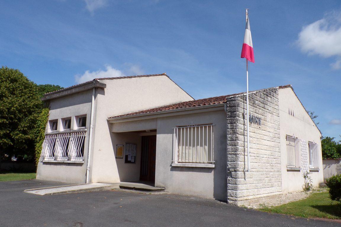 Louzac - La mairie (5 juin 2017)