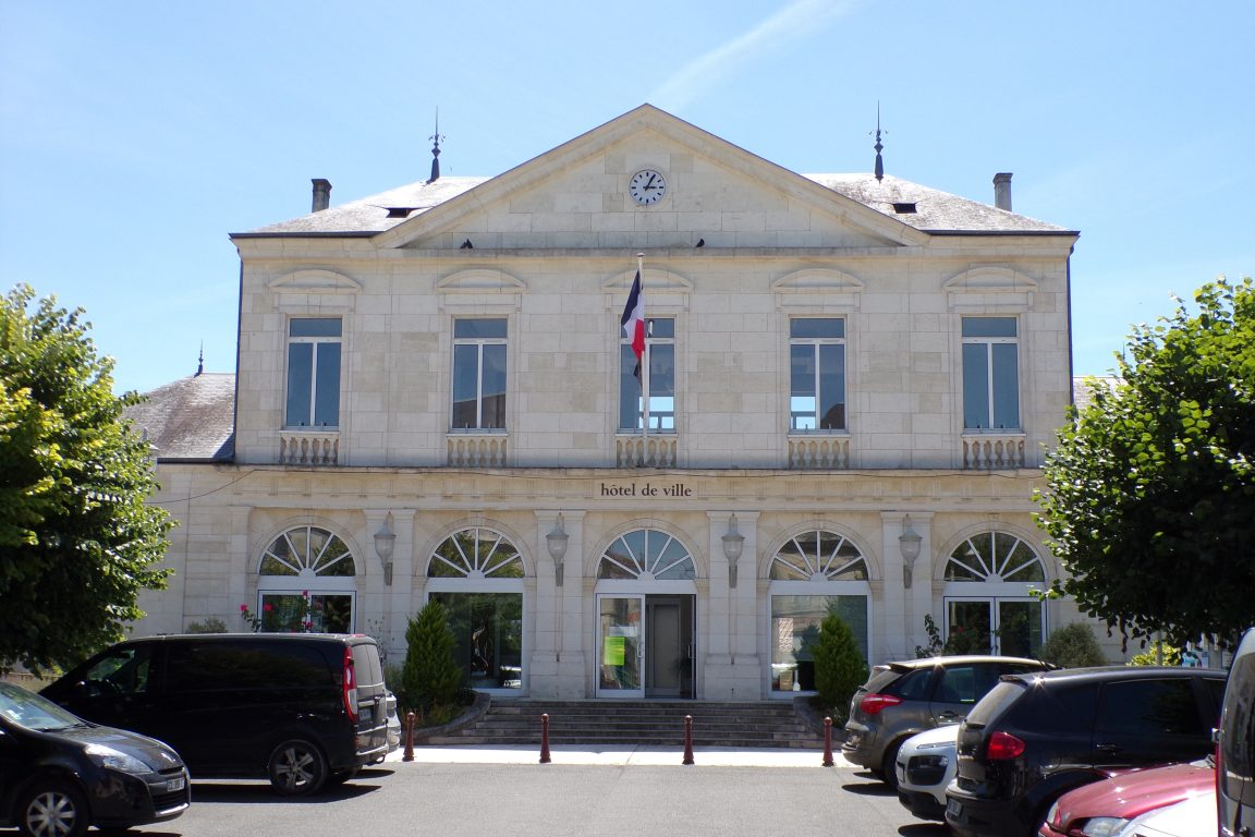 Matha - La mairie (16 juin 2017)