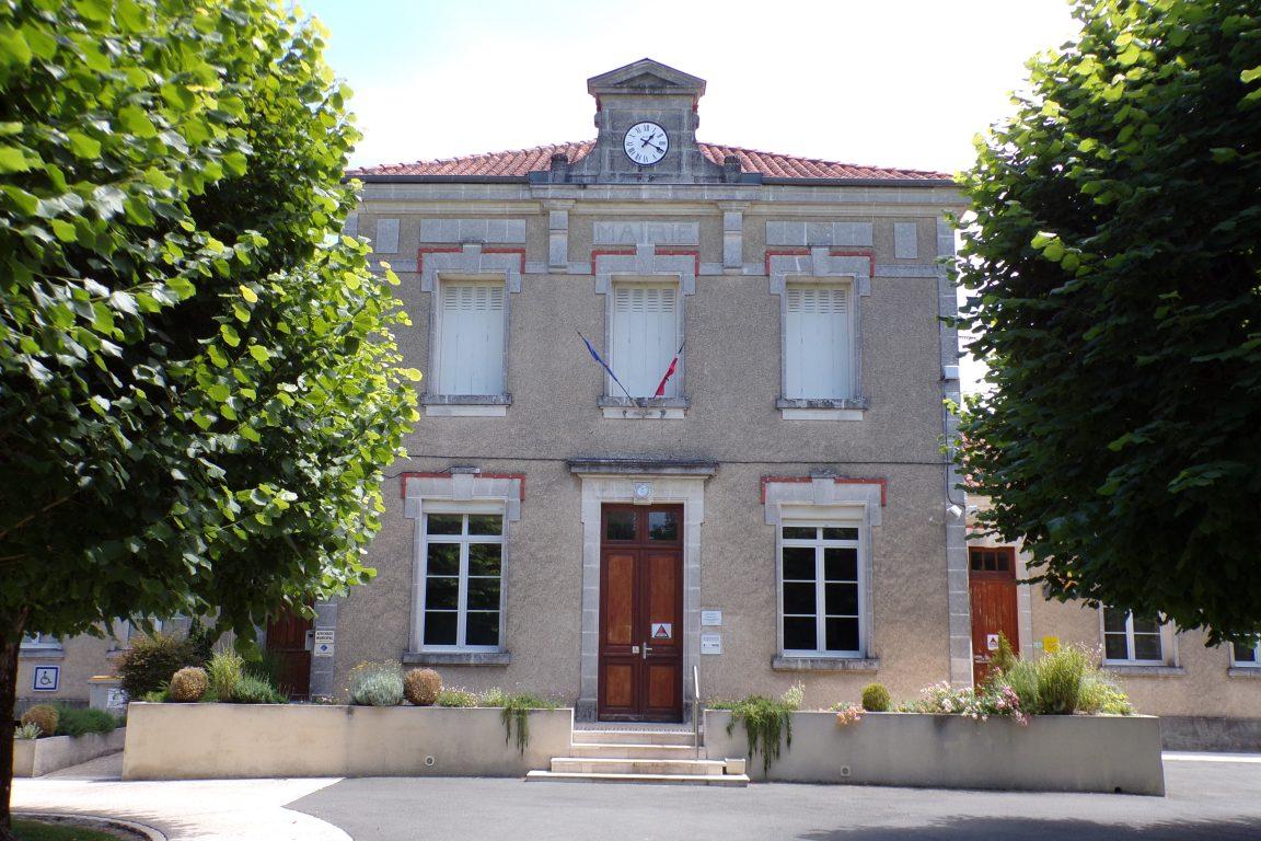 Sainte-Sévère - La mairie (12 juin 2017)