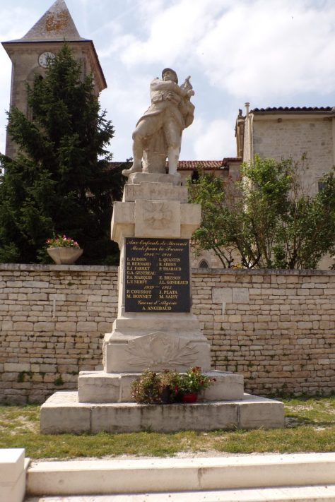 Monument aux morts à Mareuil (15 juin 2017)