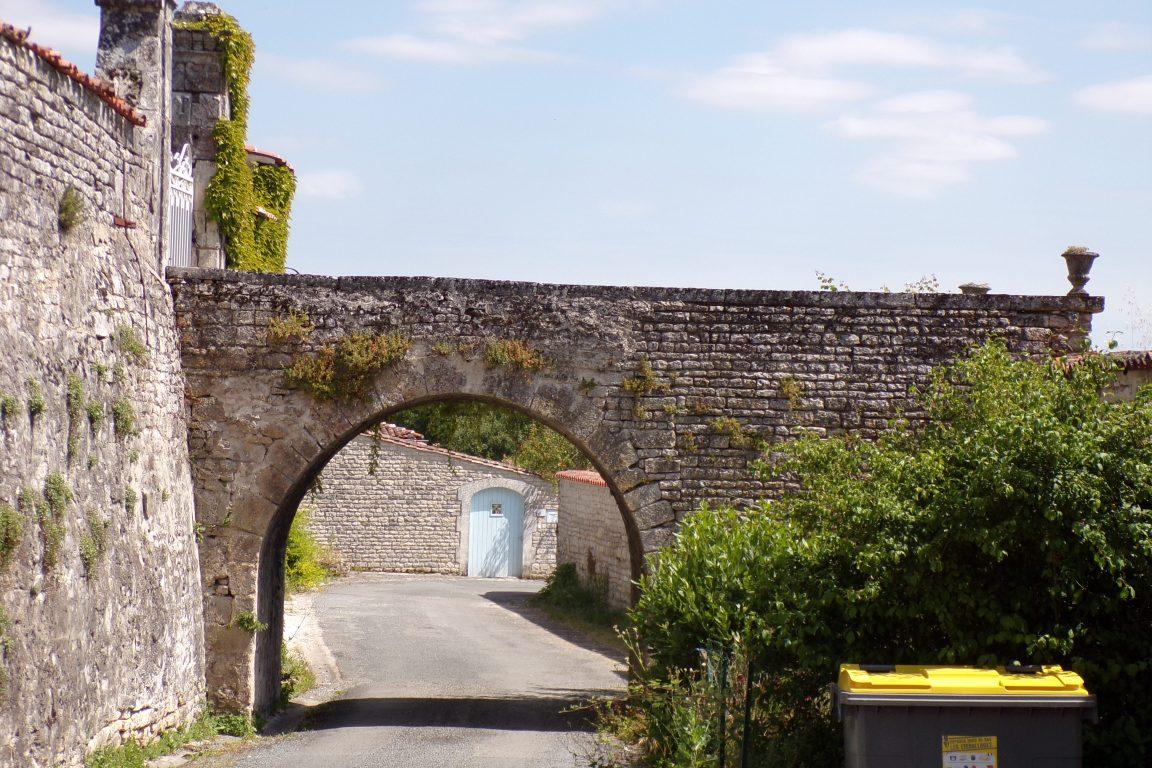 Neuvicq-le-Château - La porte Fache (12 juin 2017)