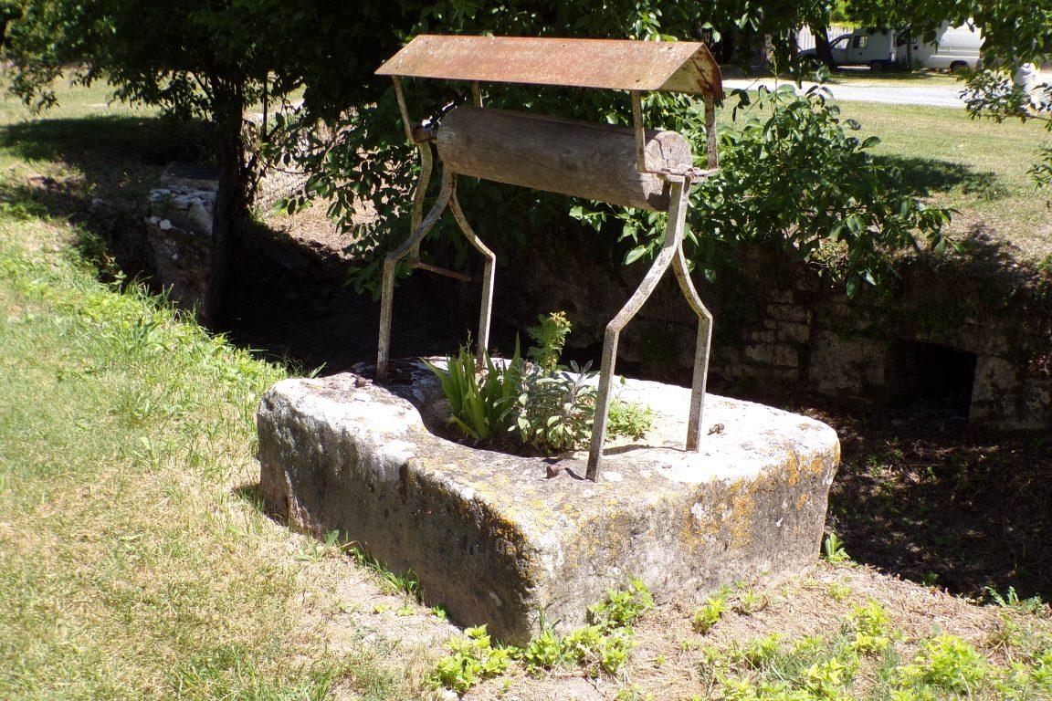 Matha - Le puits à côté du Château (16 juin 2017)
