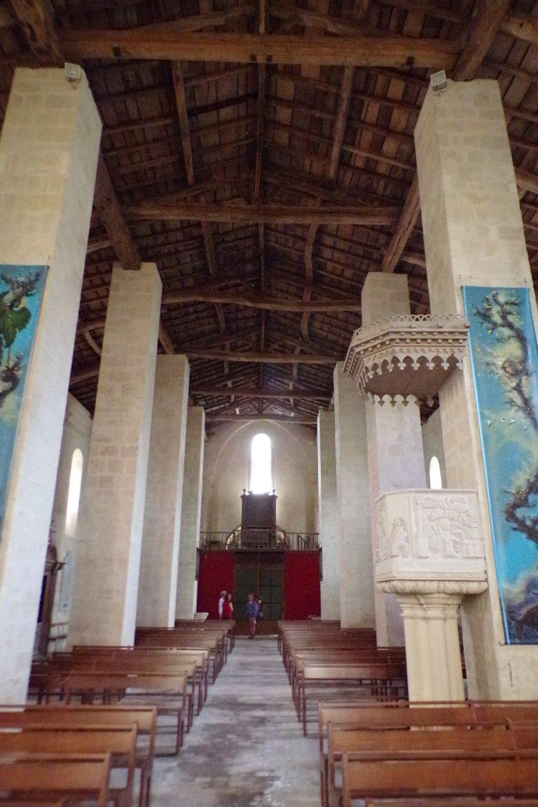 Matha - L'église Sainte-Hérie - Vue de l'autel (21 juillet 2017)