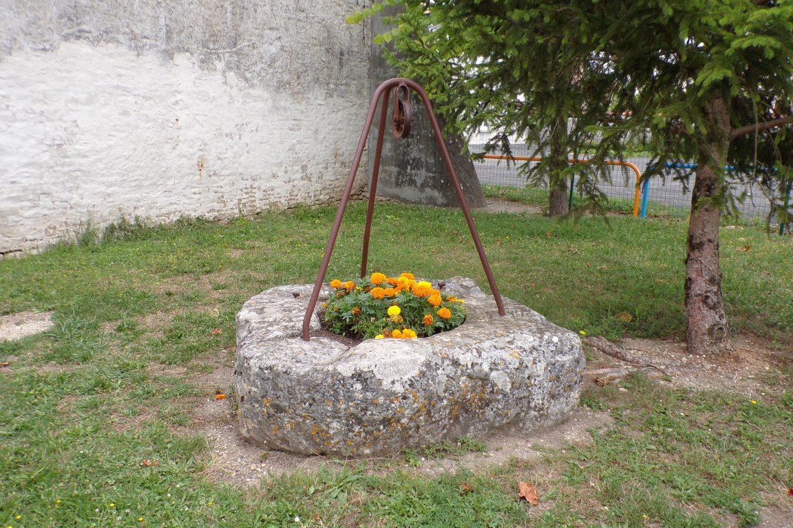Sonnac - Le puits à côté de la mairie (21 juillet 2017)