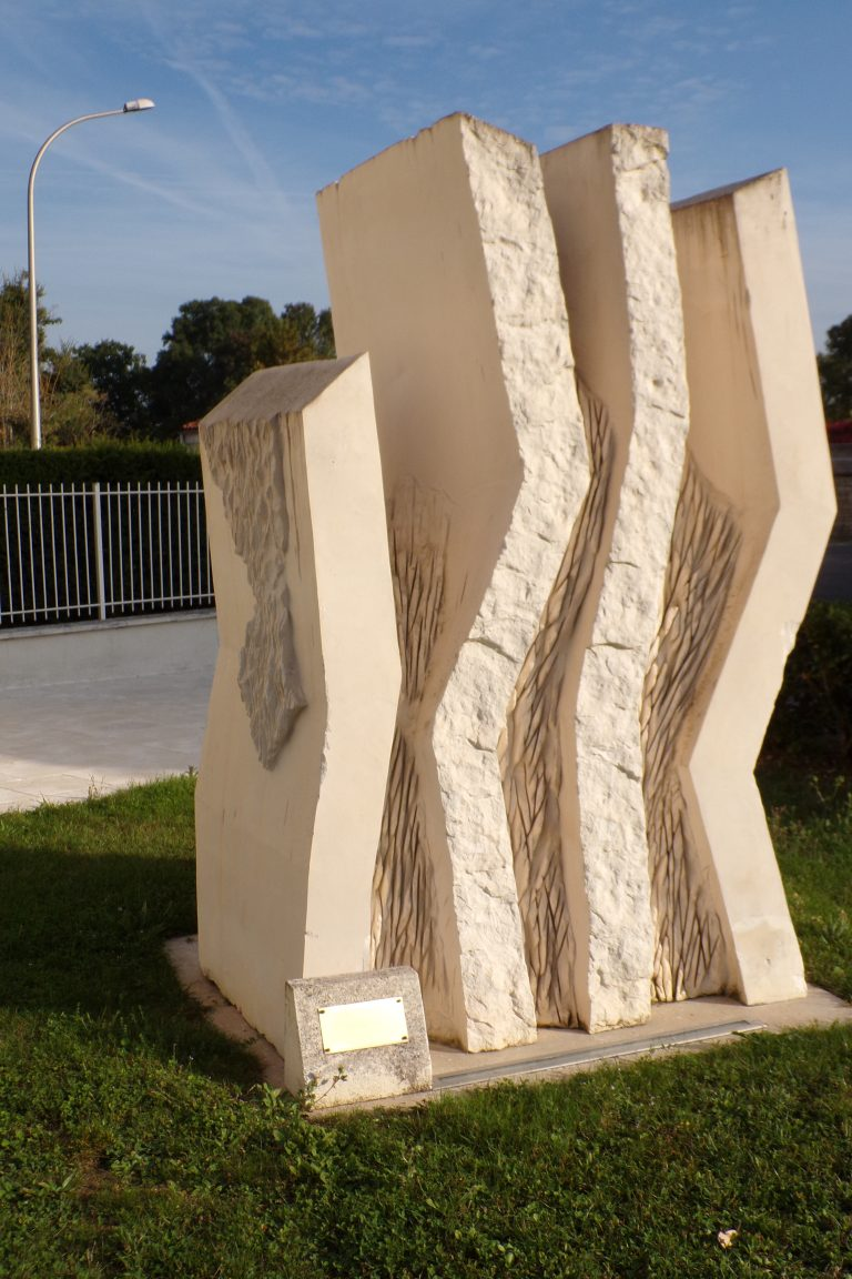 Mesnac - La sculpture 'Fire Dance' de Kristina Yostfova (24 septembre 2017)