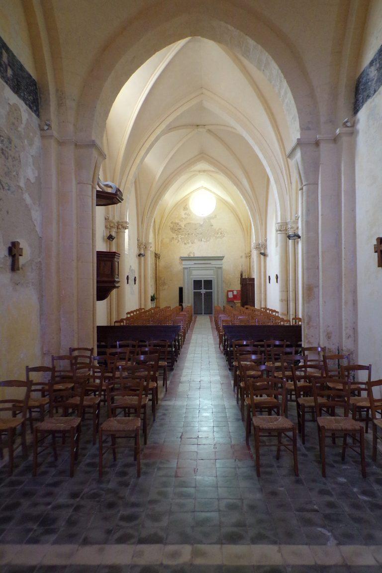 Lignières-Sonneville - L'église Notre-Dame - Vue de l'autel (1 novembre 2017)