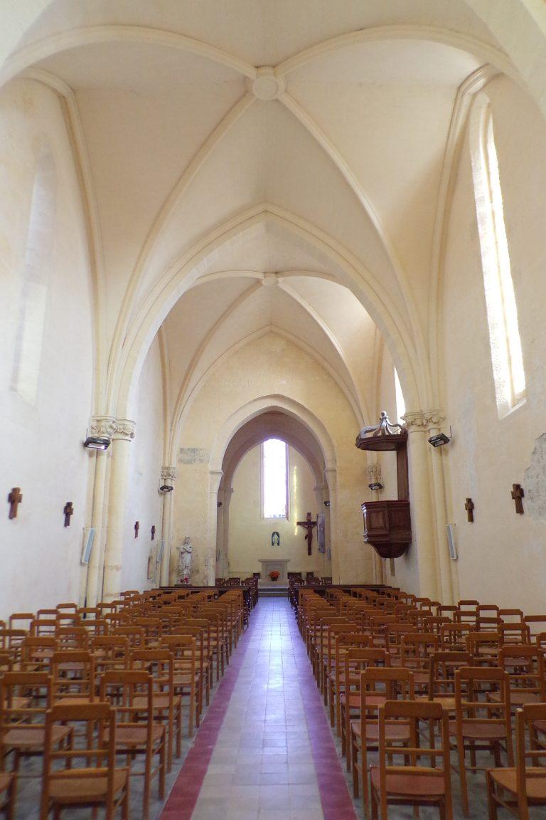 Lignières-Sonneville - L'église Notre-Dame - Vue de l'entrée (1 novembre 2017)