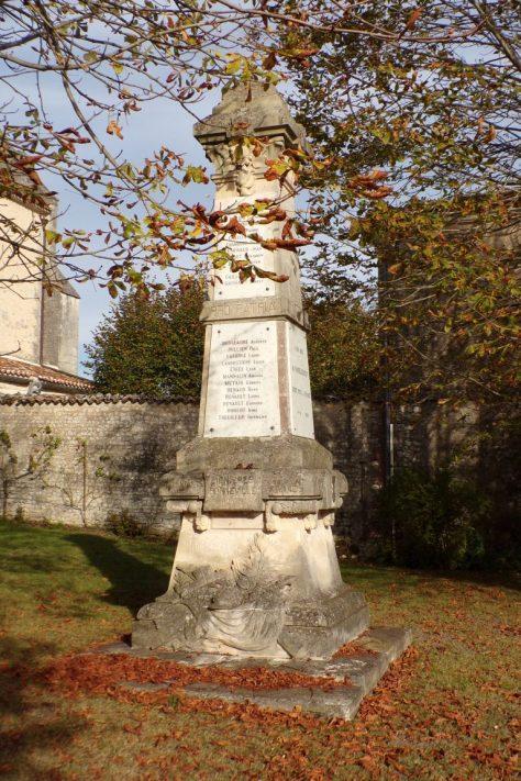 Lignières-Sonneville - Le monument aux morts (1 novembre 2017)