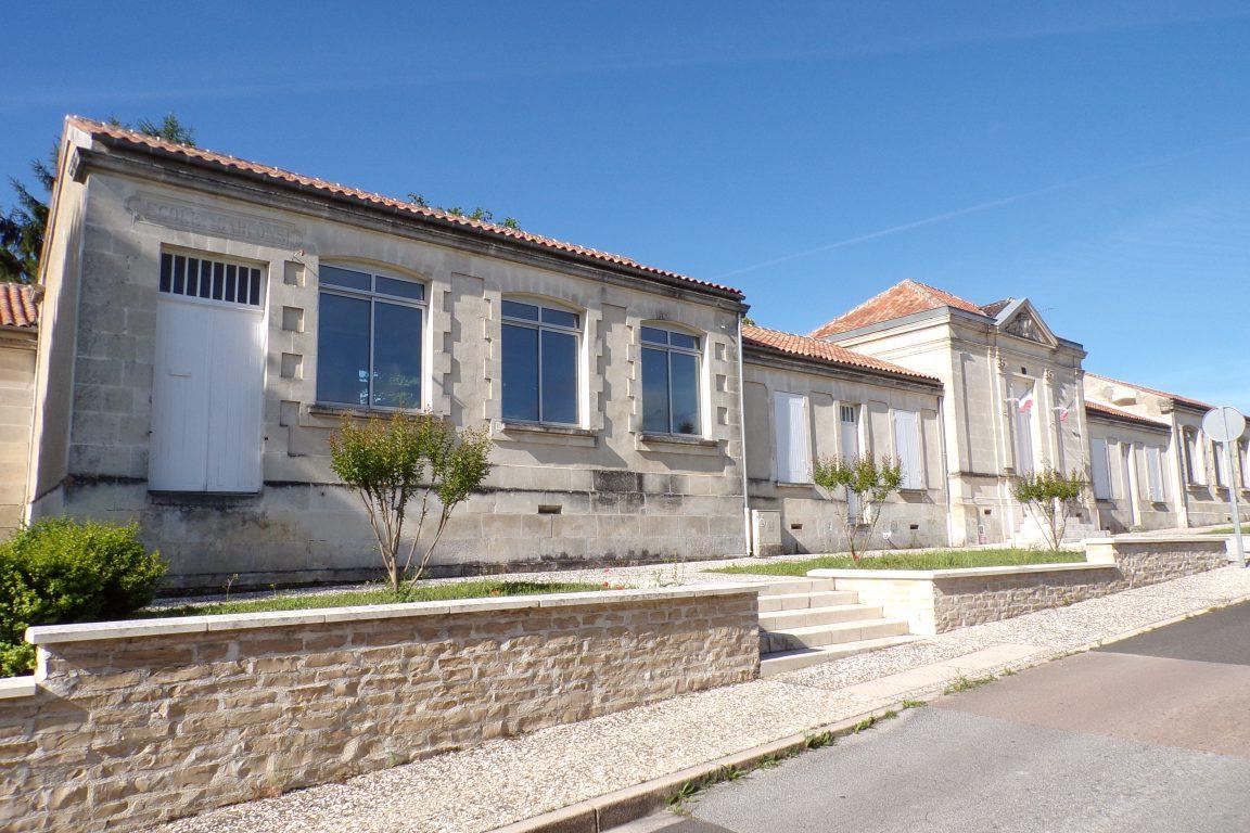 Javrezac - L'ancienne Mairie-Ecole (1898) (5 juin 2017)