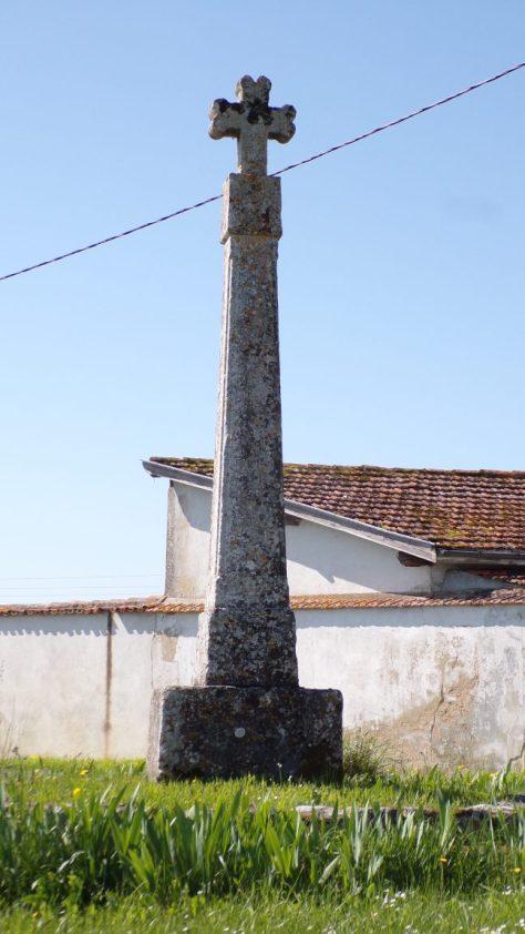 Brives-sur-Charente - La croix à côté du Domaine de Brives (19 avril 2018)