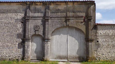 Gimeux - Portail des Babonnauds daté de 1817 (5 avril 2018)