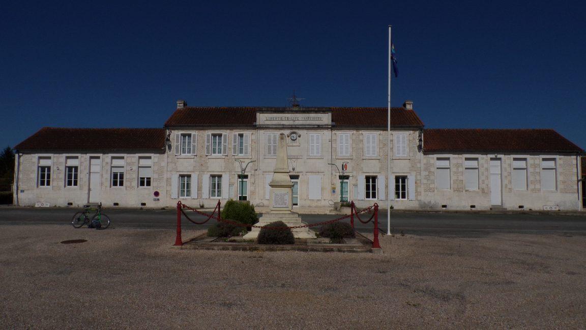 Salignac-sur-Charente - La mairie (19 avril 2018)