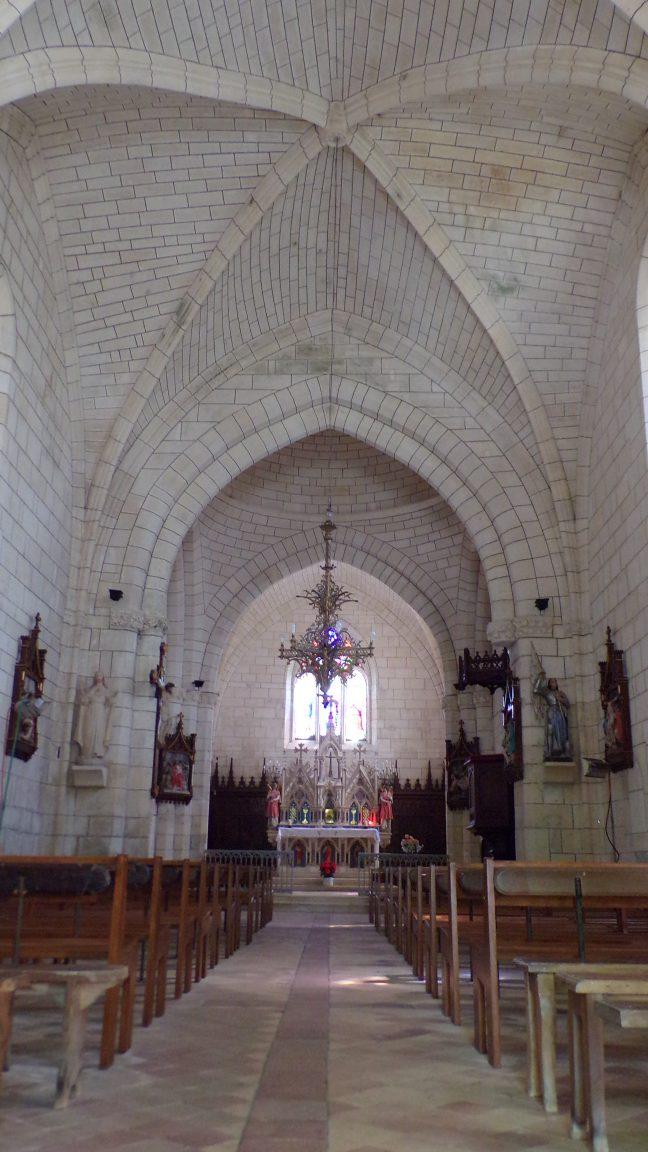 Angeac-Charente - L'église Saint-Pierre - Vue de l'entrée (5 mai 2018)