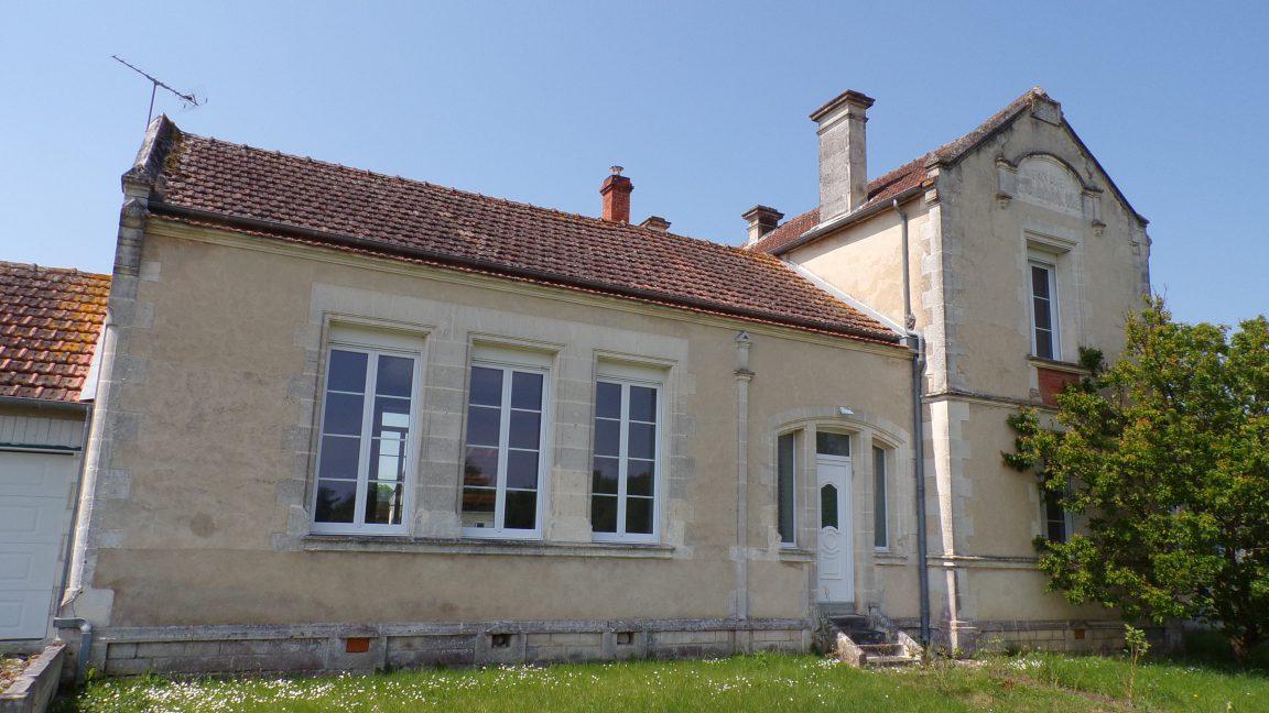 Graves-Saint-Amant - L'ancienne Mairie-Ecole (5 mai 2018)