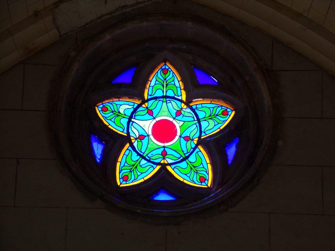 Mainxe - L'église Saint-Maurice - Un vitrail (7 mai 2018)