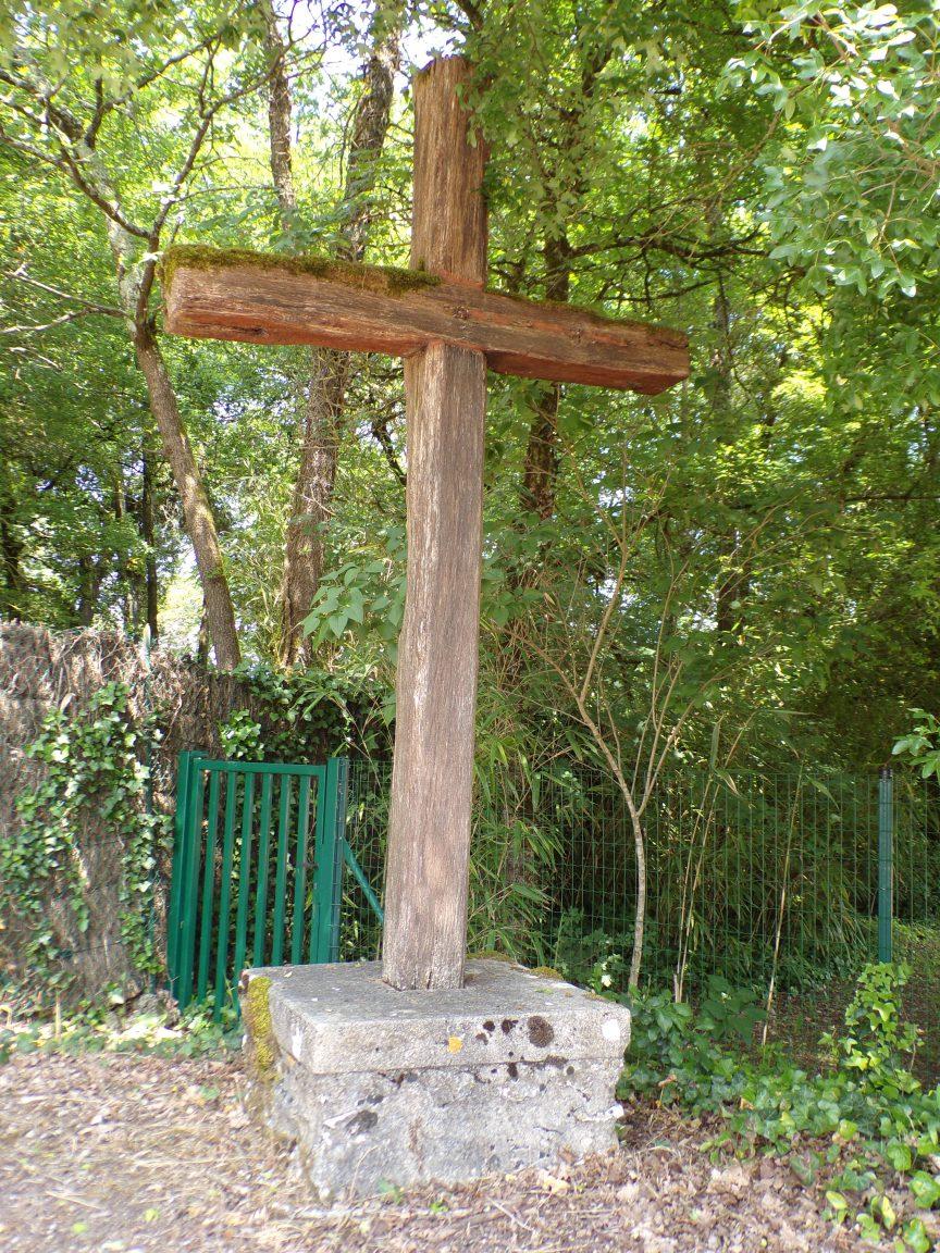 Saint-Brice - La croix à côté du château d'Uffaut (16 mai 2018)