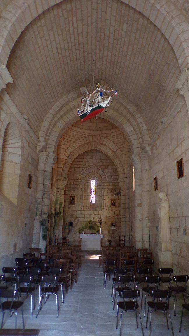 Saint-Simon - L'église Saint-Sigismond - Vue de l'entrée (5 mai 2018)