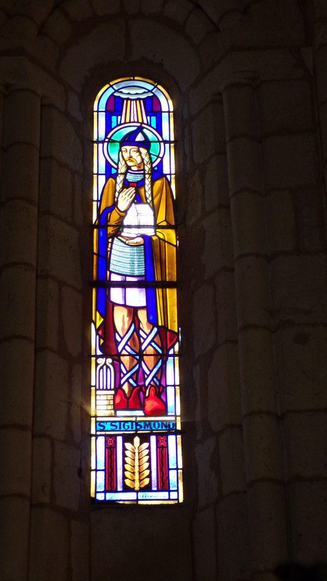 Saint-Simon - L'église Saint-Sigismond - Le vitrail 'St Sigismond' (5 mai 2018)
